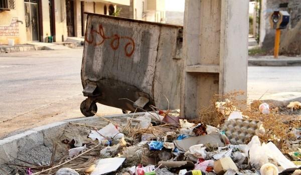 بوی بد و فرسودگی سطل های زباله امان مردم کنگان را بریده است