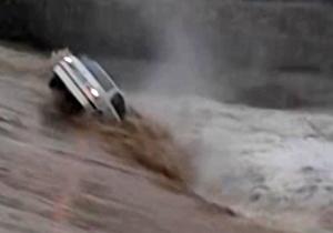 مرگ ۲ نفر و نجات ۸ نفر در سیل بوشهر/ غرق شدن مادر و پسر داخل خودرو